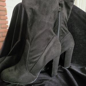 Black heel bootie